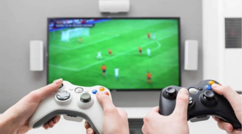 Comparación y mejoras de los videojuegos FiFa y Pes 2018